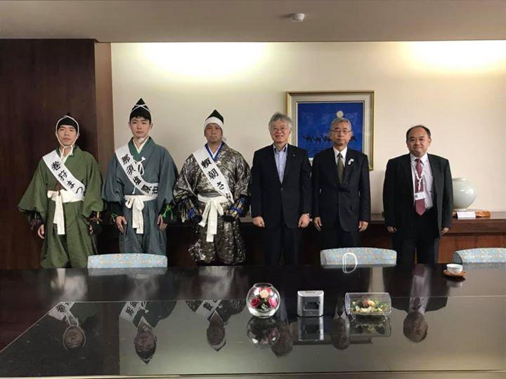 鶴岡八幡宮にお伺いする前に鎌倉市役所、鎌倉商工会議所に挨拶に行って参りました!とても温かく迎えていただき感激しました!今後巻狩まつりをとおしてより交流を深めて行けたらなと思います!