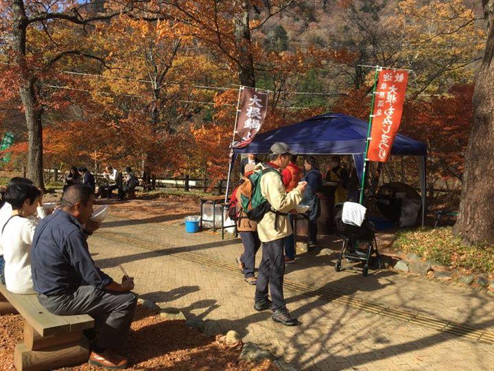 ただ今開催中の〈秋の旬感ベジたべる!塩原高原大根キャンペーン〉の一環として、各地区で行われてきた大根大鍋ふるまい。
